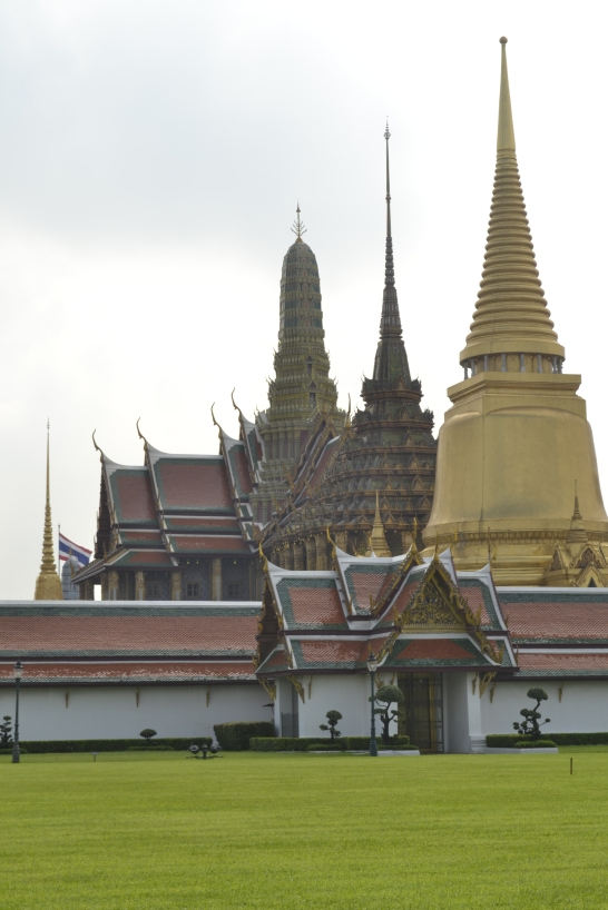 Candi-candi di Grand Palace tampak dari luar :D